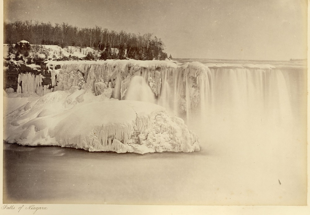 A black and white picture of Niagara Falls