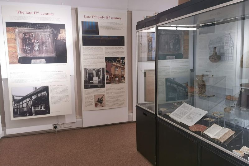 A corner of the gallery displays a 17th and 18th century