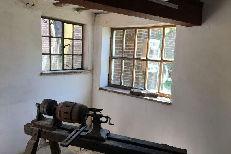 The black saddlery has been transformed by the coat of white paint. The dark colours of the exhibits and the original beams look even more striking against the bright white