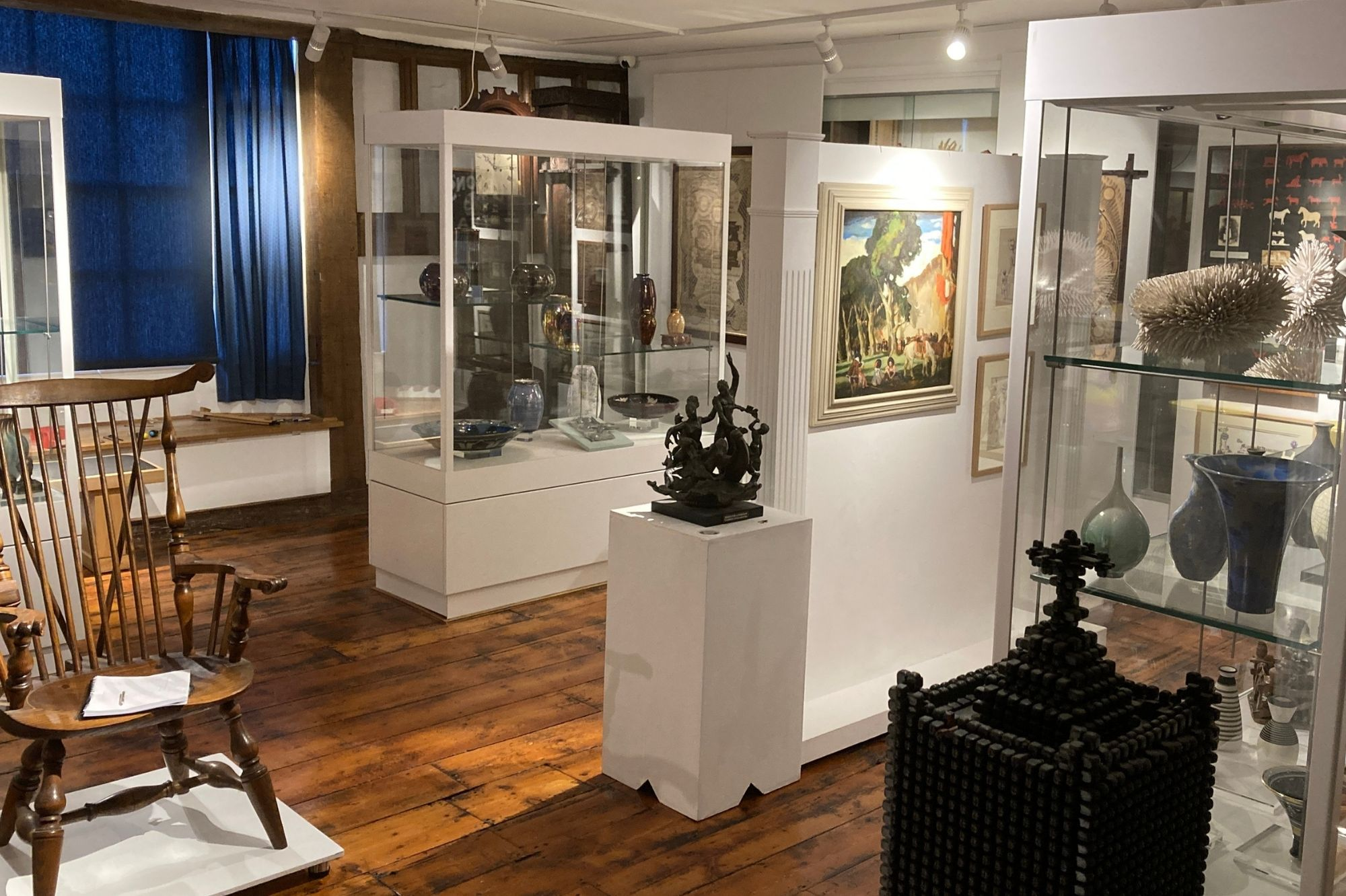 Gallery containing paintings and objects